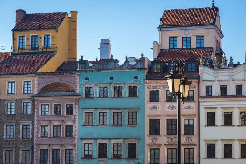Ζωηρόχρωμα παλαιά σπίτια στην κύρια πλατεία της πόλης, Βαρσοβία στοκ εικόνες