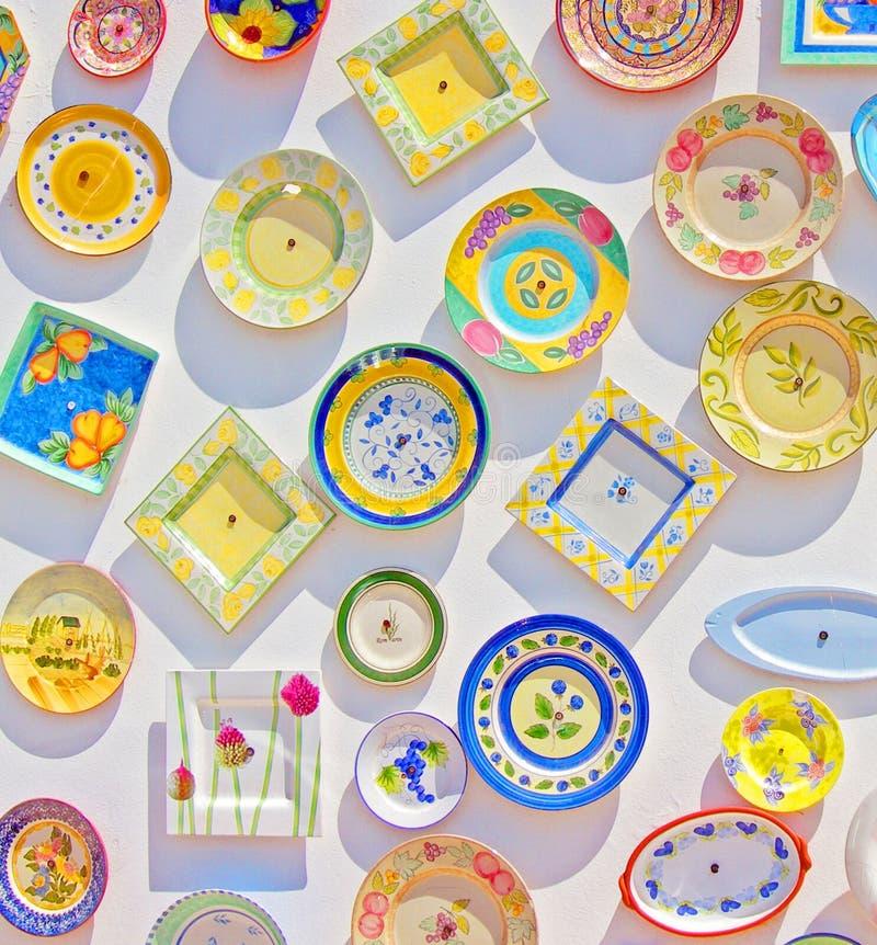 ζωηρόχρωμα πιάτα στοκ φωτογραφία με δικαίωμα ελεύθερης χρήσης