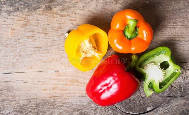 ζωηρόχρωμα πιπέρια ομάδας στοκ φωτογραφία με δικαίωμα ελεύθερης χρήσης