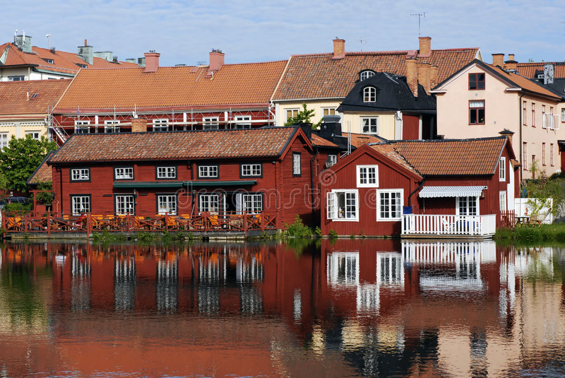 ζωηρόχρωμα σπίτια Σκανδιν&alp στοκ εικόνες