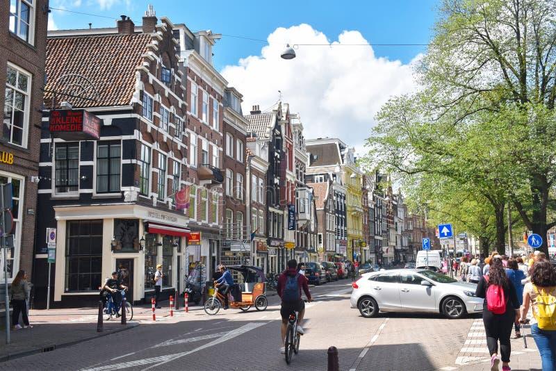 Ζωηρόχρωμα σπίτια στην οδό Amstel στο κέντρο πόλεων του Άμστερνταμ στοκ εικόνα με δικαίωμα ελεύθερης χρήσης