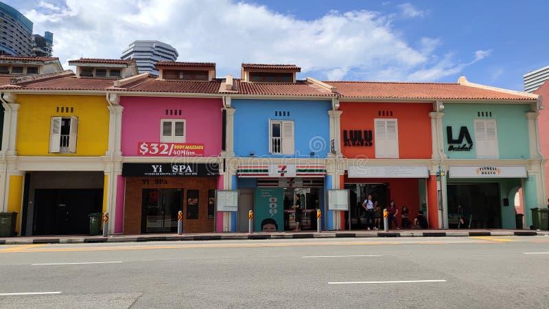 Ζωηρόχρωμα σπίτια στην πάροδο haji, Σινγκαπούρη στοκ φωτογραφίες