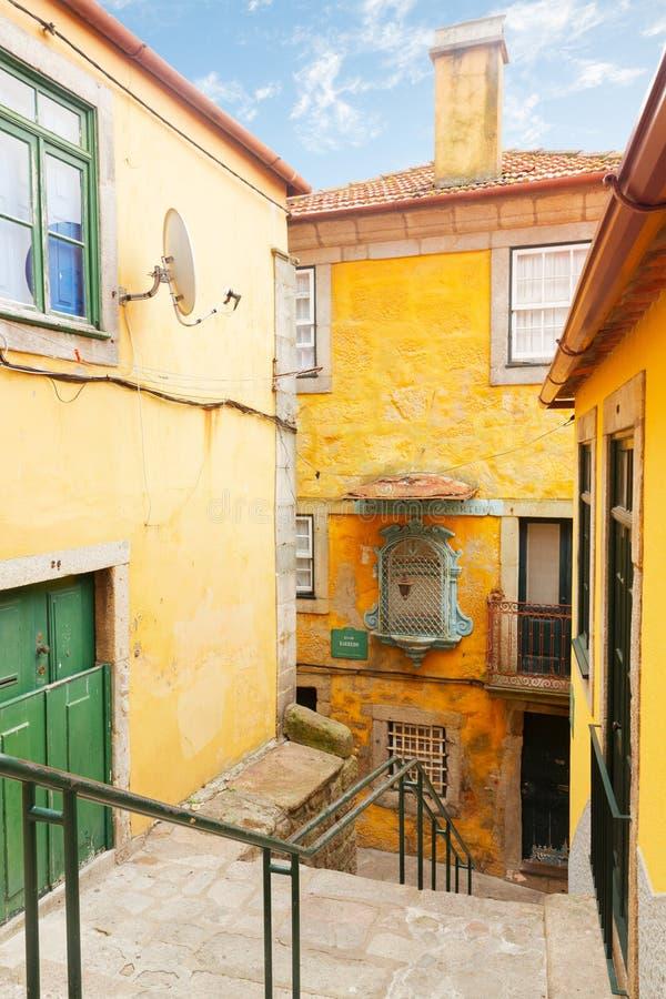 Ζωηρόχρωμα σπίτια στην παλαιά πόλη, Πόρτο στοκ εικόνα