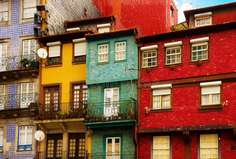 Ζωηρόχρωμα σπίτια στην παλαιά πόλη, Πόρτο στοκ φωτογραφίες με δικαίωμα ελεύθερης χρήσης