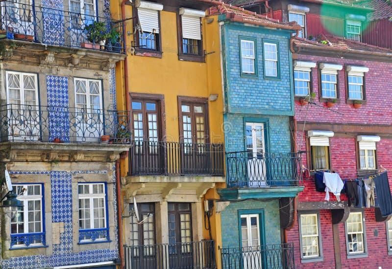Ζωηρόχρωμα σπίτια του Οπόρτο στοκ εικόνα