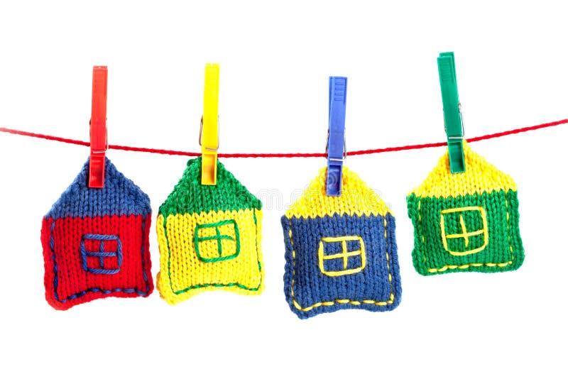 ζωηρόχρωμα τέσσερα σπίτια π στοκ εικόνες