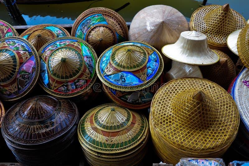 Ζωηρόχρωμα ταϊλανδικά καπέλα στοκ εικόνες