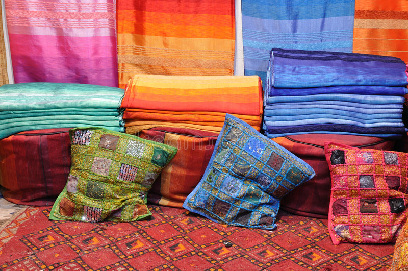 ζωηρόχρωμα υφάσματα Μαρόκ&omicro στοκ εικόνες