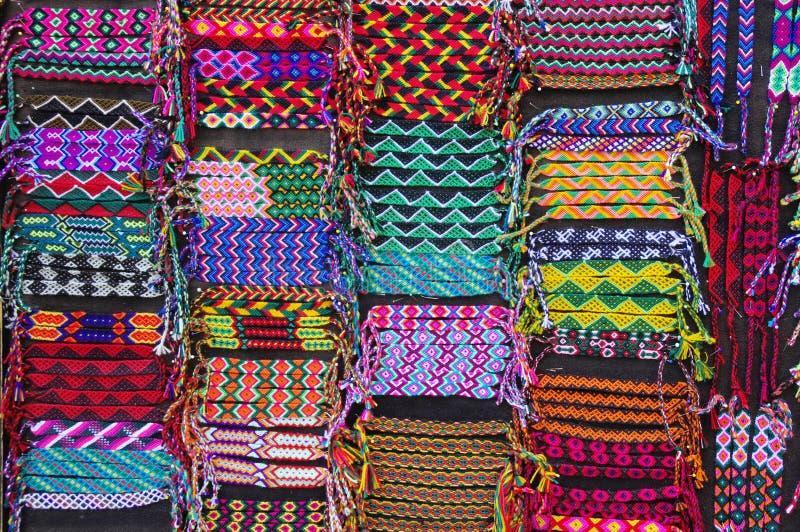 Ζωηρόχρωμα υφαμένα βραχιόλια, Λατινική Αμερική στοκ εικόνα με δικαίωμα ελεύθερης χρήσης