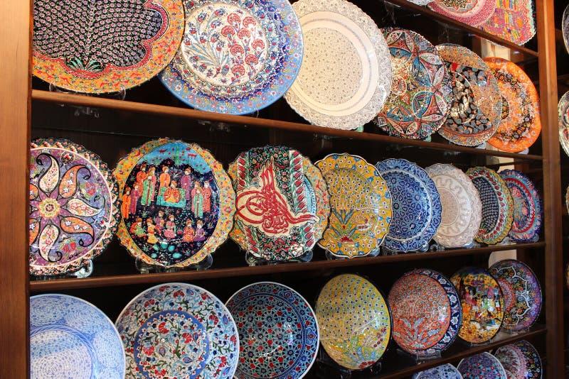 Ζωηρόχρωμα χρωματισμένα χέρι πιάτα στοκ εικόνες