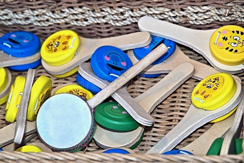 Ζωηρόχρωμα όργανα μουσικής από το ξύλο στην Πορτογαλία στοκ εικόνα με δικαίωμα ελεύθερης χρήσης