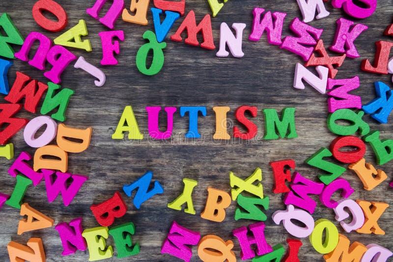 Ζωηρόχρωμες επιστολές που εξηγούν τον αυτισμό στοκ εικόνες με δικαίωμα ελεύθερης χρήσης