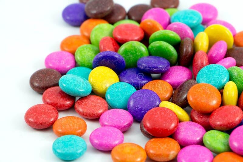 Ζωηρόχρωμες καραμέλες σοκολάτας στοκ εικόνες με δικαίωμα ελεύθερης χρήσης