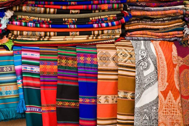 ζωηρόχρωμες κουβέρτες υφάσματος στοκ φωτογραφίες με δικαίωμα ελεύθερης χρήσης