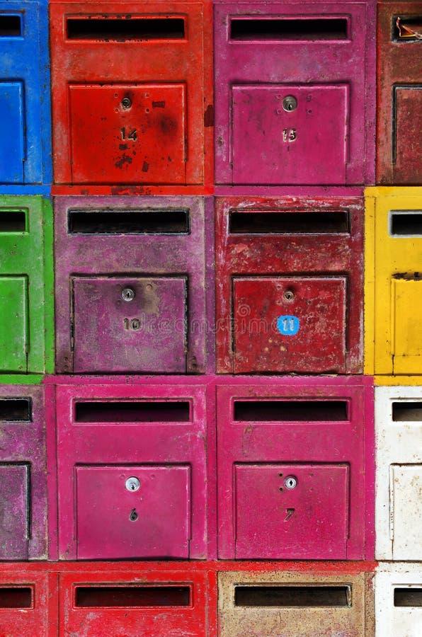 ζωηρόχρωμες ταχυδρομικές θυρίδες στοκ εικόνα με δικαίωμα ελεύθερης χρήσης
