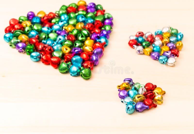 Ζωηρόχρωμες χάντρες στην καρδιά που διαμορφώνεται στοκ φωτογραφία με δικαίωμα ελεύθερης χρήσης