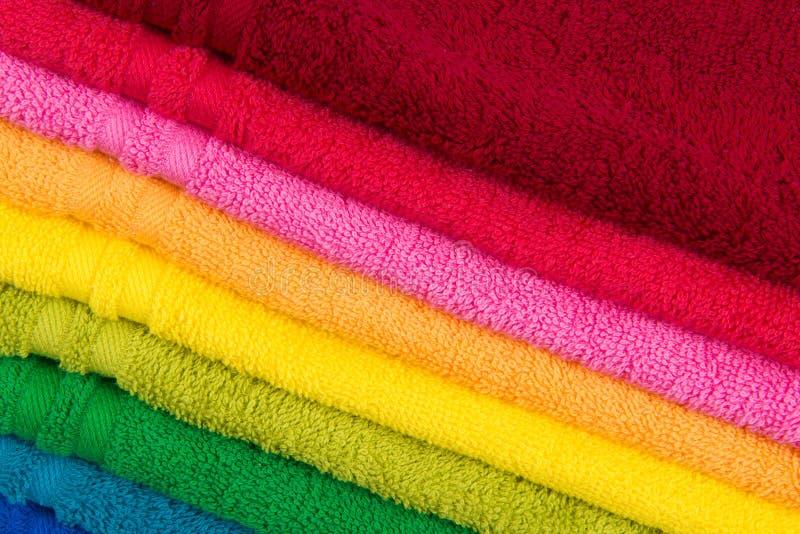 Ζωηρόχρωμες όμορφες πετσέτες κινηματογραφήσεων σε πρώτο πλάνο για το υπόβαθρο textile στοκ εικόνες με δικαίωμα ελεύθερης χρήσης