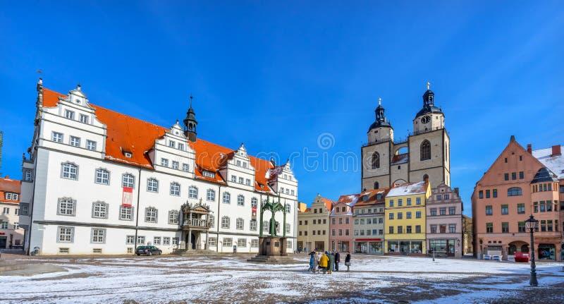 Ζωηρόχρωμη αγορά τετραγωνικό Rathuas Lutherstadt Wittenb αγαλμάτων Luther στοκ εικόνες με δικαίωμα ελεύθερης χρήσης