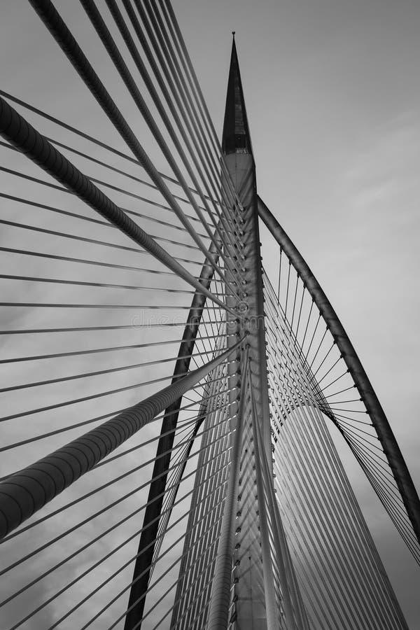 Ζωηρόχρωμη αρχιτεκτονική γεφυρών στοκ φωτογραφία με δικαίωμα ελεύθερης χρήσης