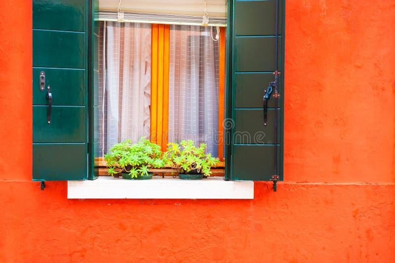 Ζωηρόχρωμη αρχιτεκτονική σε Burano, Βενετία, Ιταλία στοκ εικόνα με δικαίωμα ελεύθερης χρήσης