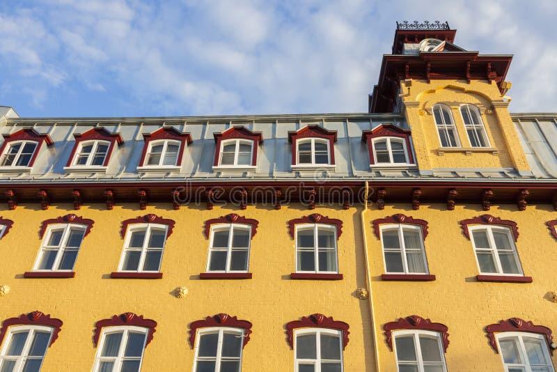 Ζωηρόχρωμη αρχιτεκτονική της πόλης του Κεμπέκ στοκ εικόνες