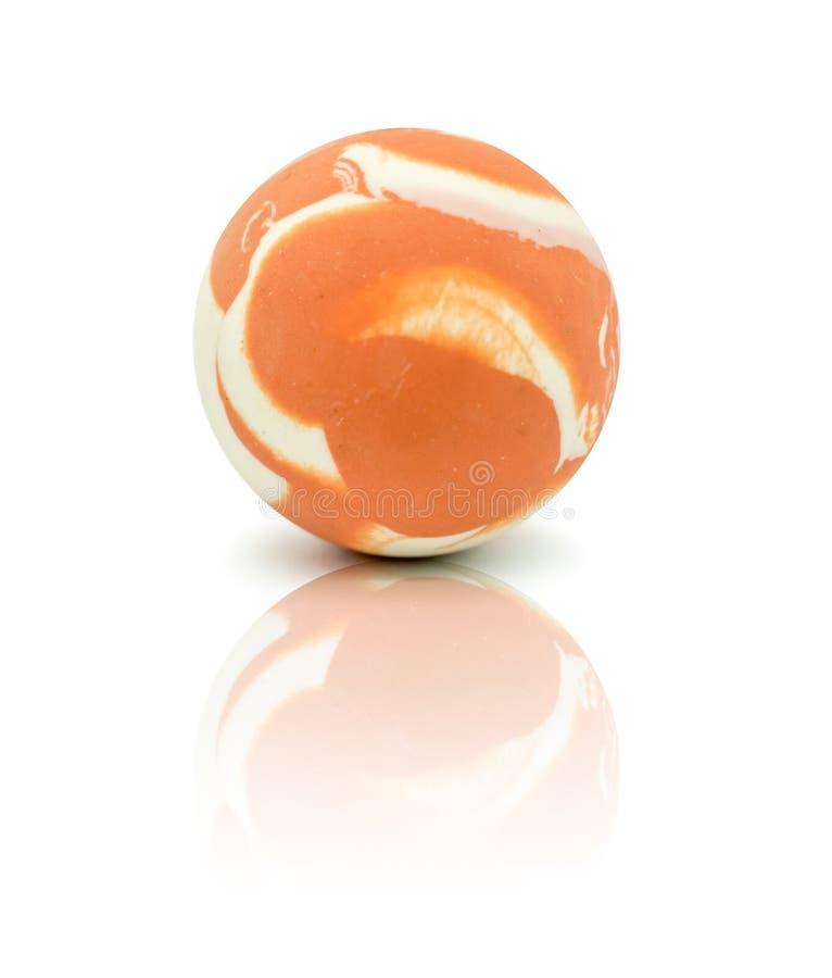 Ζωηρόχρωμη λαστιχένια μαρμάρινη σφαίρα που απομονώνεται στο λευκό στοκ εικόνες με δικαίωμα ελεύθερης χρήσης