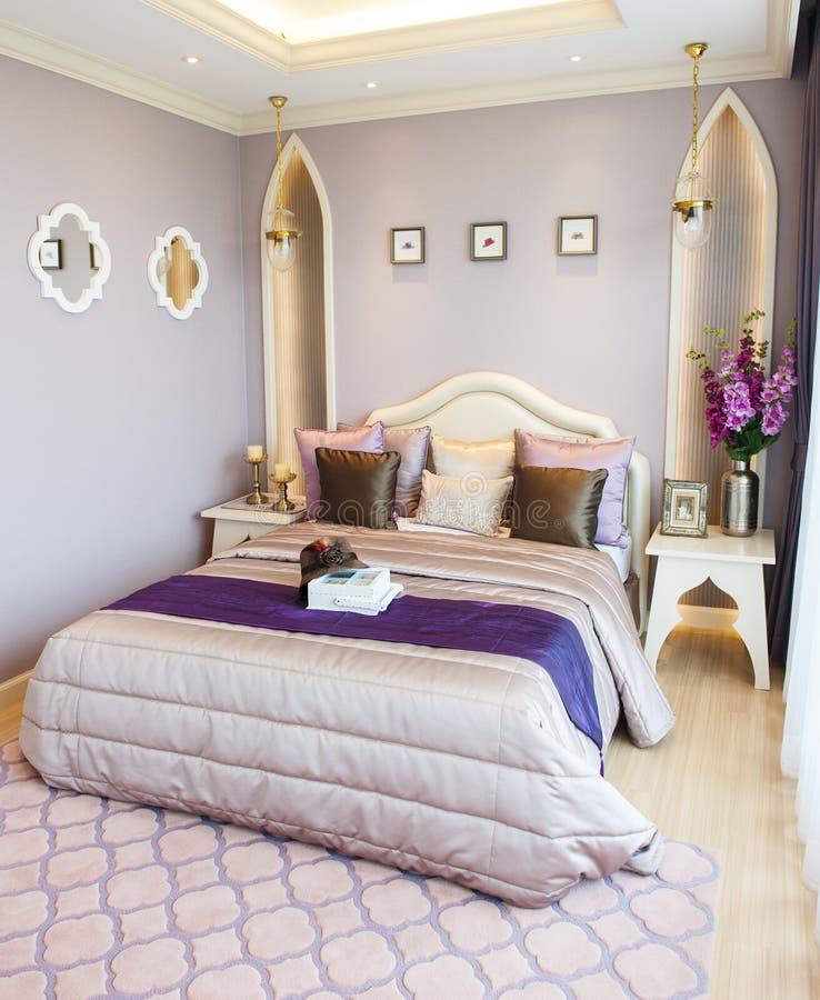 Ζωηρόχρωμη κρεβατοκάμαρα στοκ εικόνα