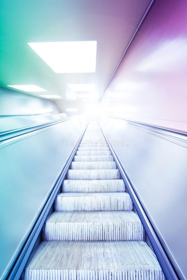 Ζωηρόχρωμη κυλιόμενη σκάλα   στοκ φωτογραφίες με δικαίωμα ελεύθερης χρήσης