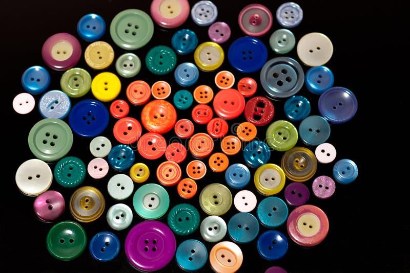 ζωηρόχρωμη μορφή καρδιών κουμπιών στοκ εικόνες