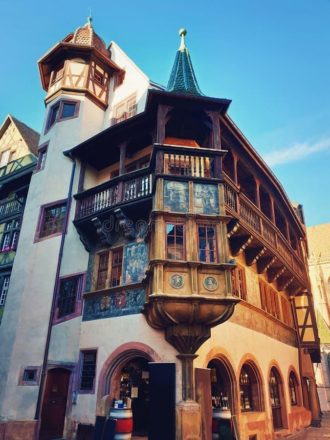 Ζωηρόχρωμη ξύλινη πρόσοψη οικοδόμησης στην πόλη της Colmar, Γαλλία, Αλσατία στοκ φωτογραφίες με δικαίωμα ελεύθερης χρήσης