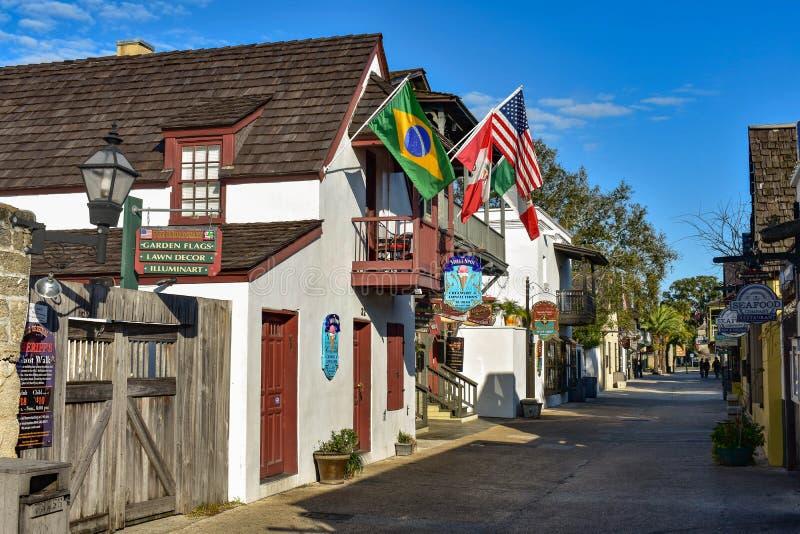 Ζωηρόχρωμη οδός του ST George στην παλαιά πόλη στην ιστορική ακτή 2 της Φλώριδας στοκ εικόνες