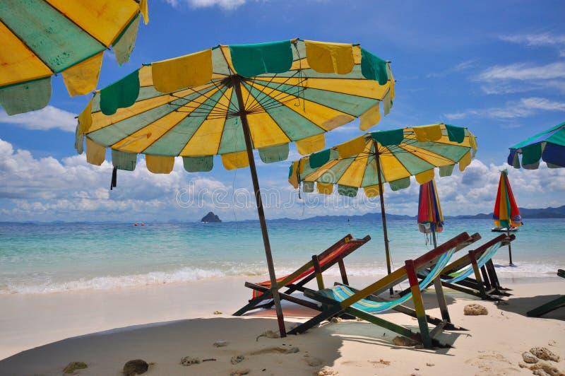 ζωηρόχρωμη ομπρέλα παραλιών στοκ φωτογραφία με δικαίωμα ελεύθερης χρήσης