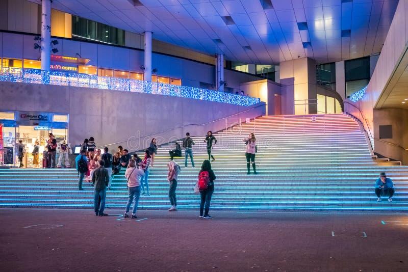 Ζωηρόχρωμη σκάλα στο plaza πόλεων δυτών στην περιοχή Odaiba, Ιαπωνία στοκ εικόνες
