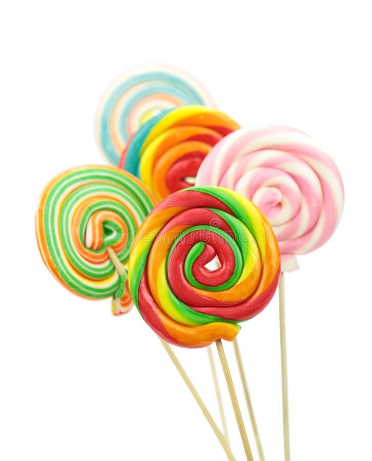 Ζωηρόχρωμη σπείρα lollipops στο άσπρο υπόβαθρο στοκ εικόνες με δικαίωμα ελεύθερης χρήσης