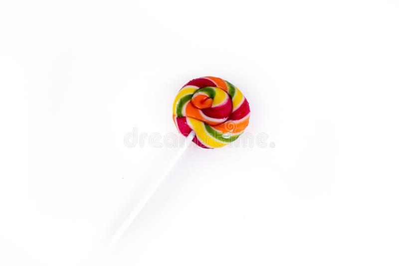 Ζωηρόχρωμη σπείρα lollipops στο άσπρο υπόβαθρο στοκ φωτογραφία με δικαίωμα ελεύθερης χρήσης