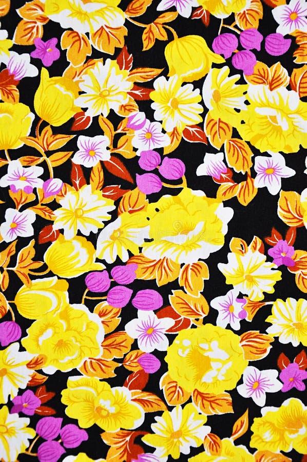 Ζωηρόχρωμη σύσταση υφάσματος μπατίκ με το floral σχέδιο στοκ φωτογραφία
