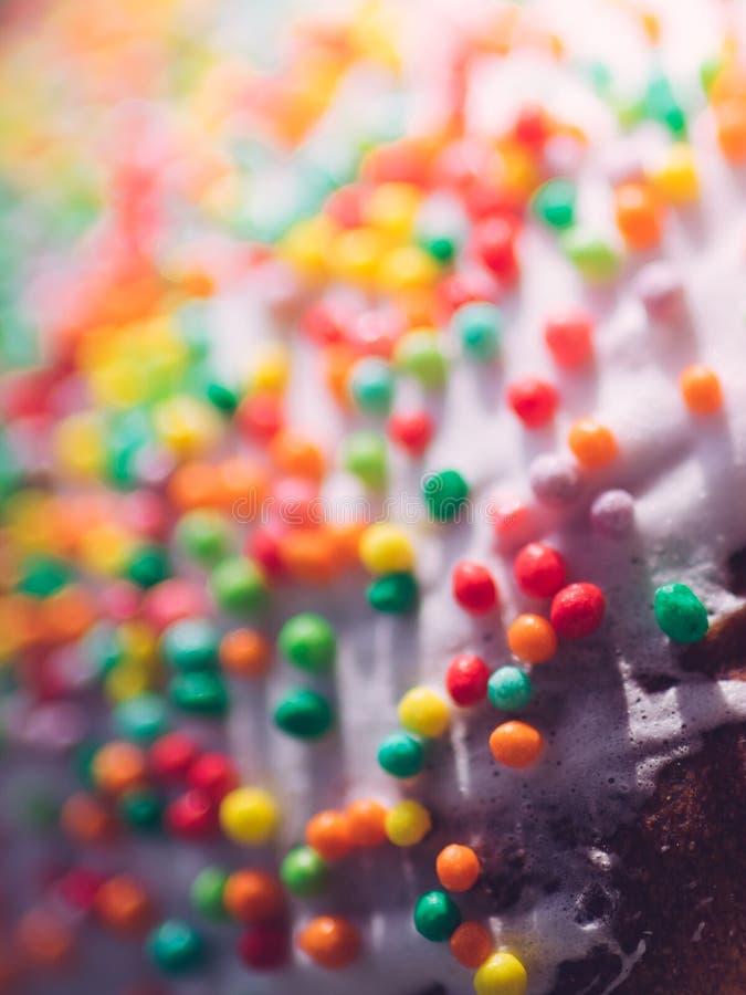 Ζωηρόχρωμη τήξη κέικ Πάσχας υποβάθρου Γλυκά τρόφιμα στοκ εικόνα