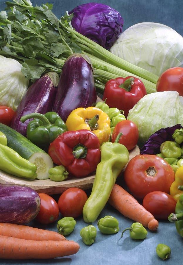 Ζωηρόχρωμη φρέσκια ομάδα λαχανικών στοκ εικόνα