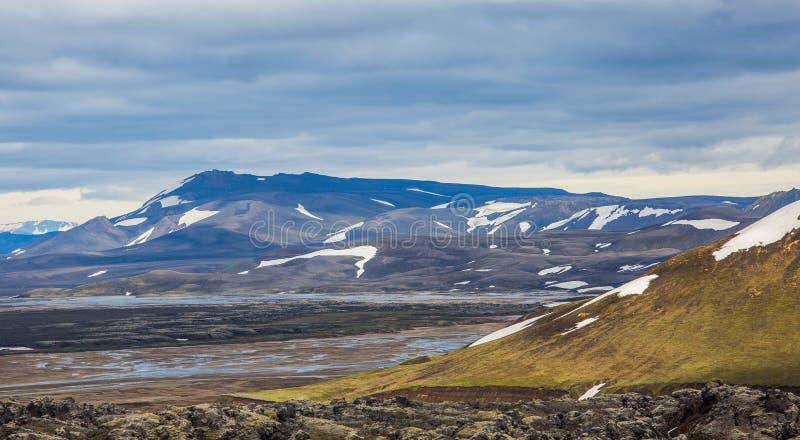 Ζωηρόχρωμη όψη τοπίων βουνών Landmannalaugar στοκ φωτογραφίες