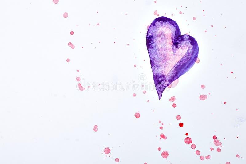 Ζωηρόχρωμοι λεκέδες watercolor και πορφυρή καρδιά σε χαρτί στοκ φωτογραφία με δικαίωμα ελεύθερης χρήσης