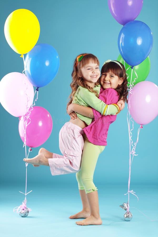 ζωηρόχρωμος ευτυχής παι&de στοκ εικόνα