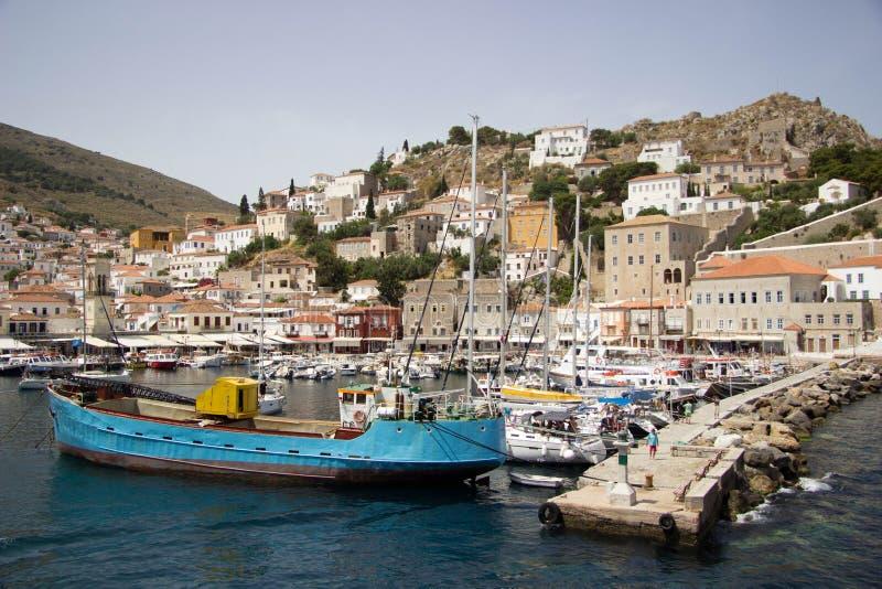 Ζωηρόχρωμος λιμένας του ευρωπαϊκού νησιού στοκ εικόνες με δικαίωμα ελεύθερης χρήσης