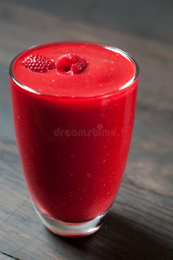 Ζωηρόχρωμος καταφερτζής, υγιεινή διατροφή βιταμινών detox ή vegan έννοια τροφίμων, φρέσκες βιταμίνες, ποτό προγευμάτων στοκ εικόνες με δικαίωμα ελεύθερης χρήσης
