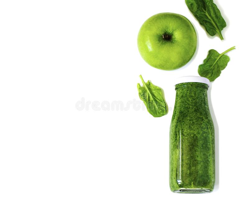 Ζωηρόχρωμος πράσινος καταφερτζής στο μπουκάλι που απομονώνεται στο άσπρο υπόβαθρο στοκ φωτογραφία με δικαίωμα ελεύθερης χρήσης