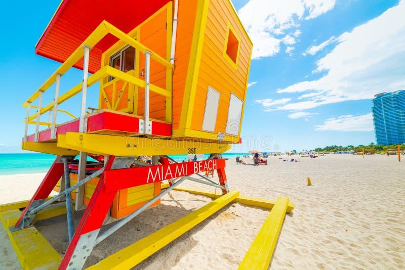 Ζωηρόχρωμος πύργος lifeguard στο παγκοσμίως διάσημο Μαϊάμι Μπιτς στοκ φωτογραφία με δικαίωμα ελεύθερης χρήσης