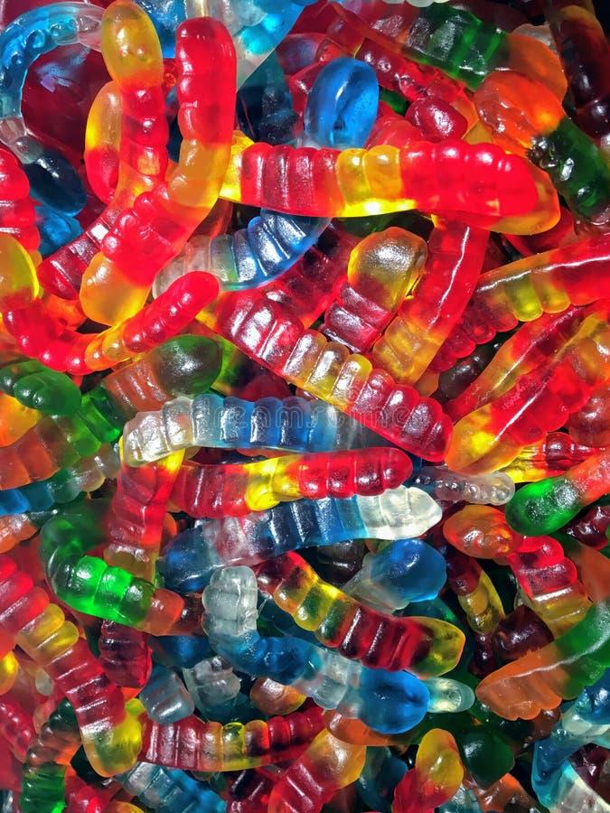 Ζωηρόχρωμος στενός ένας επάνω ενός σωρού των μεγάλων gummy καραμελών σκουληκιών στοκ φωτογραφίες με δικαίωμα ελεύθερης χρήσης