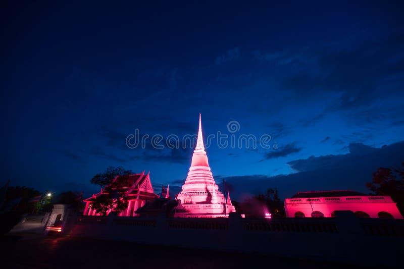 Ζωηρόχρωμος στο λυκόφως της παγόδας Phra Samut Chedi στην Ταϊλάνδη στοκ φωτογραφία με δικαίωμα ελεύθερης χρήσης