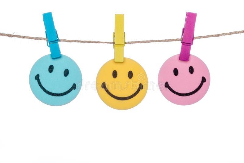 Ζωηρόχρωμος συνδετήρας σε έναν σπάγγο, υπόμνημα χαμόγελου ευτυχές στοκ φωτογραφίες με δικαίωμα ελεύθερης χρήσης