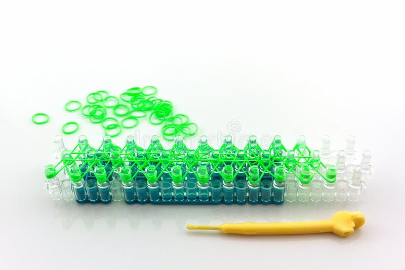 Ζωηρόχρωμος του ελαστικού εργαλείου ζωνών αργαλειών ουράνιων τόξων στοκ φωτογραφία με δικαίωμα ελεύθερης χρήσης