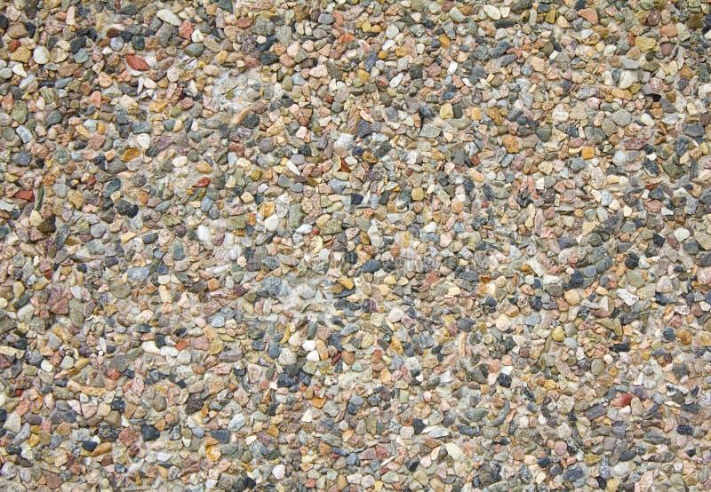 Ζωηρόχρωμο αφηρημένο υπόβαθρο των μικρών χαλικιών και της πέτρας που ενσωματώνονται στο τσιμέντο στοκ εικόνες με δικαίωμα ελεύθερης χρήσης